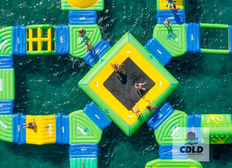 Trampoline aquatique gonflable modulaire