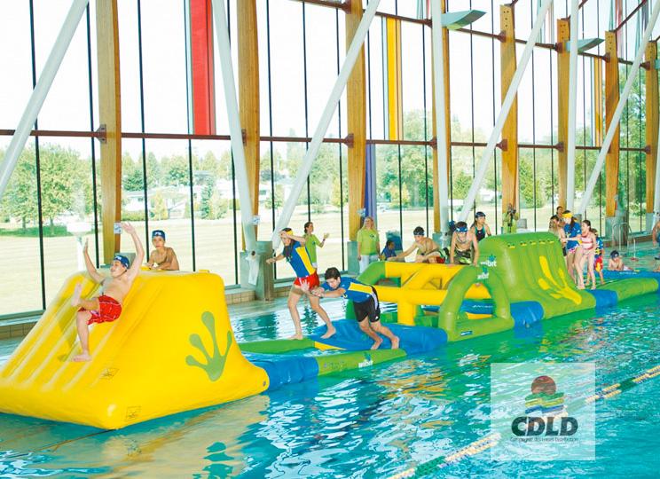 Parcours aquatique modulaire gonflable de 16 50 m aquatrack for Piscine modulaire