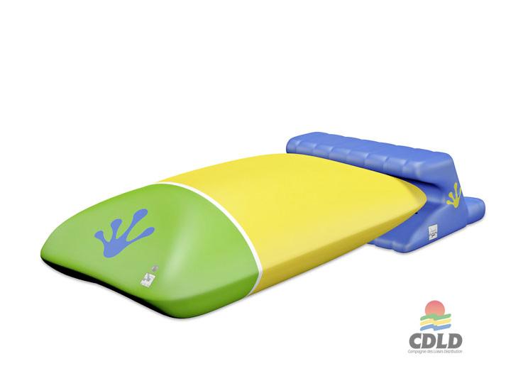 Catapulte aquatique gonflable avec plate-forme de départ