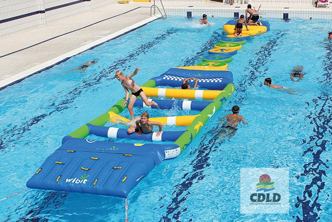 Parcours gonflable aquatique ludique et «mouvant»