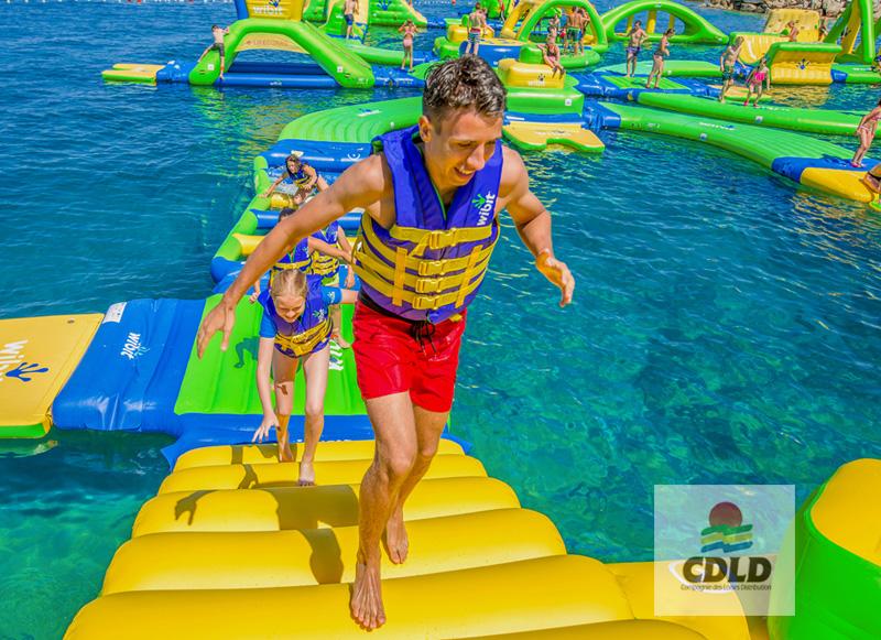 plongeoir a niveaux geant parcours wipeout wibit aquaglide aquafun