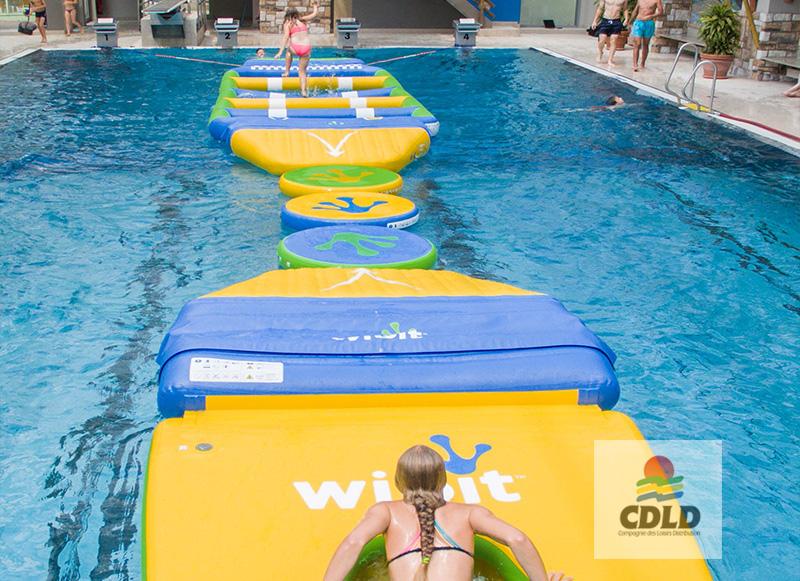 - Parcours gonflable aquatique ludique et «mouvant»